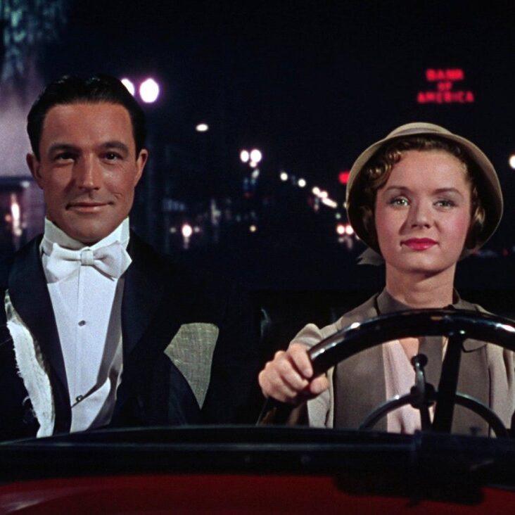 singin-in-the-rain-1952-003-gene-kelly-debbie-reynolds-driving-car_0